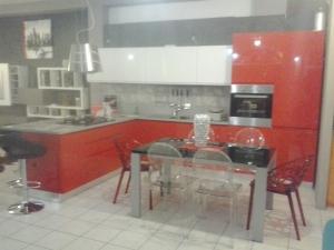 Cucina laccata rossa ad angolo centro cucine - Cucina laccata rossa ...