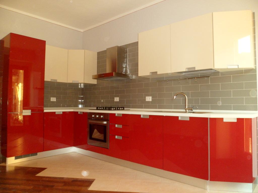 Pin Cucina Moderna In Muratura E Legno Massello Con Piano Di Lavoro In  #B97E12 1024 768 Piano Lavoro Cucina Bricoman