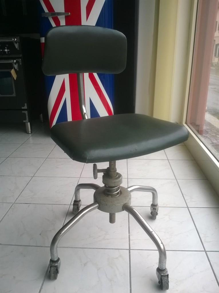 Tags prodotti sedia girevole industriale vintage sedia for Sedia ufficio vintage